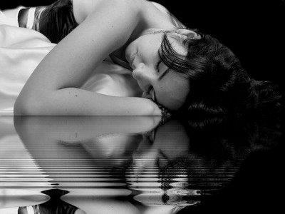 Femme endormie. dans ET LES FEMMES ! 428882_198826233577726_745898805_n1