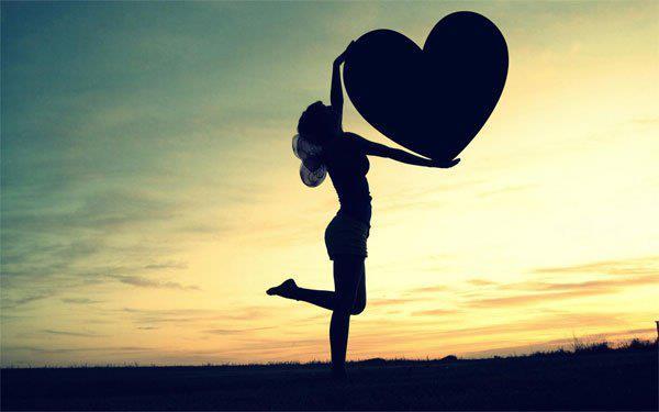 Femme coeur. dans ET LES FEMMES ! 311550_483073408410797_125063746_n