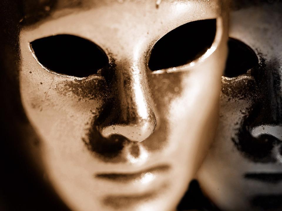 Le masque. dans LES MASQUES. 487299_283750695076520_2113791675_n