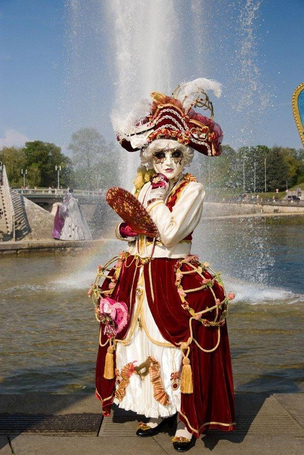 Femme masquée. dans LES MASQUES. 524681_3046388875260_1847204016_n