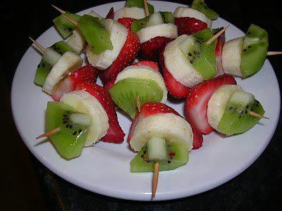 Mini- brochettes de fruits. dans CUISINE DIETETIQUE DE CLAIRE. 181488_355928087808751_700636643_n