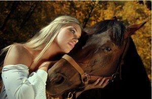 La femme et le cheval. dans ET LES FEMMES ! 601451_10200168774356454_2069645445_n-300x195